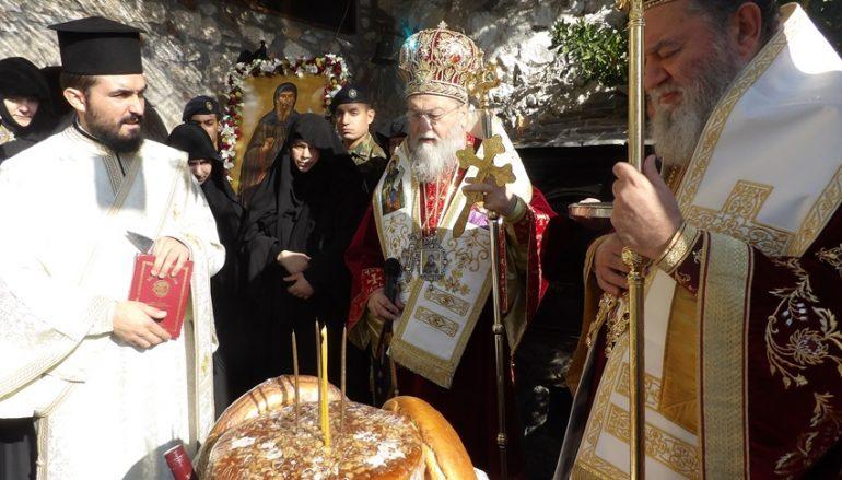 Δισαρχιερατική Θ. Λειτουργία στην Ι. Μονή Οσίου Παταπίου στην Ι. Μ. Κορίνθου (ΦΩΤΟ)