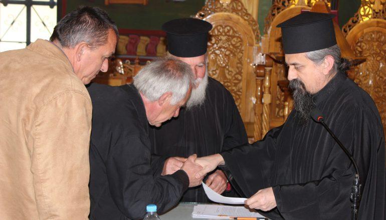 Ο Μητροπολίτης Καρπενησίου επέδωσε τους Διορισμούς των Εκκλ. Επιτρόπων (ΦΩΤΟ)