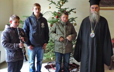 Μικροί πρωτοχρονιάτικοι καλαντιστές στο Επισκοπείο Άρτης (ΦΩΤΟ)