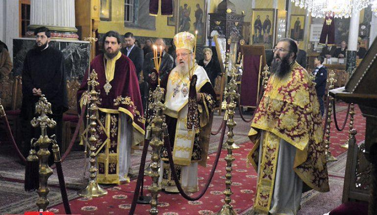 Η Αρχιερατική Θεία Λειτουργία των Χριστουγέννων στο Μεσολόγγι (ΦΩΤΟ)