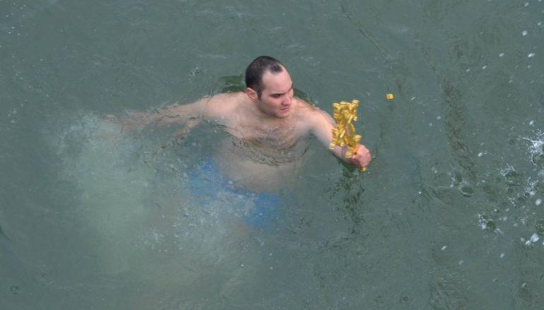 Αξιωματικός της Πολεμικής Αεροπορίας έπιασε τον Σταυρό στη Λάρισα (ΦΩΤΟ)
