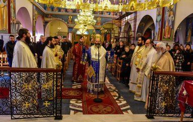 Αρχιερατική Θ. Λειτουργία στον Ι. Ναό Αγίων Κωνσταντίνου και Ελένης Ασσήρου (ΦΩΤΟ)
