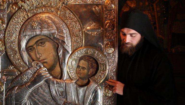 Το Αγρίνιο υποδέχεται την θαυματουργή εικόνα της Παναγίας της Παραμυθίας