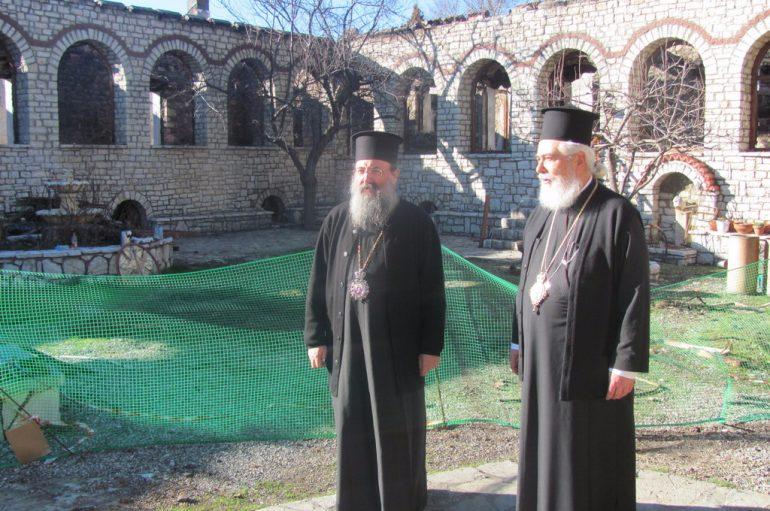 Ο Μητροπολίτης Πατρών επισκέφθηκε την Ιερά Μονή Βαρνάκοβας Φωκίδος (ΦΩΤΟ)