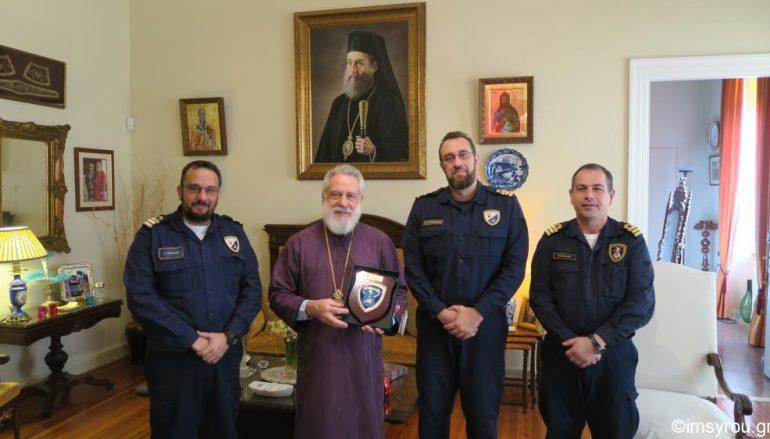 Αξιωματικοί του Πολεμικού Ναυτικού στον Μητροπολίτη Σύρου (ΦΩΤΟ)