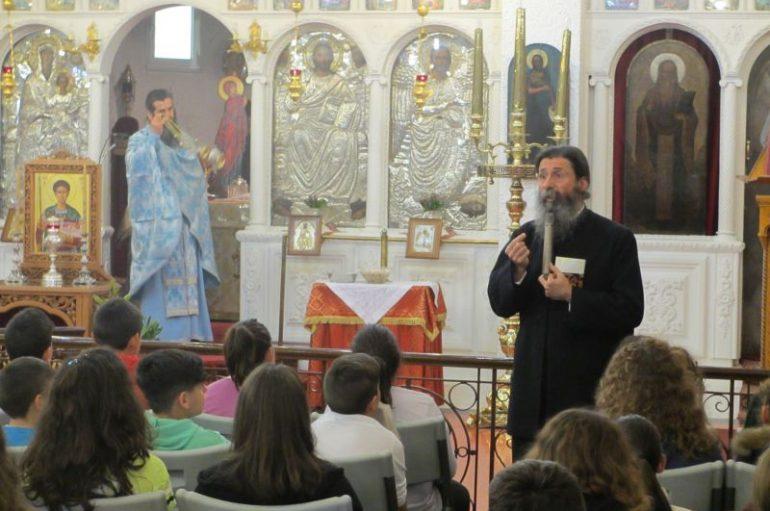 Εποπτική Θεία Λειτουργία σε μαθητές Δημοτικού (ΦΩΤΟ)