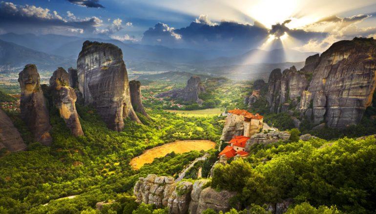 Μετέωρα: Τα θρυλικά μοναστήρια που αγγίζουν τον ουρανό (ΦΩΤΟ)