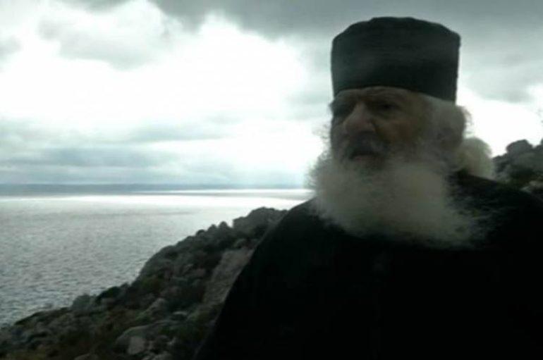 Κάλυμνος: Ιερομόναχος «φυλάει Θερμοπύλες» (ΒΙΝΤΕΟ)