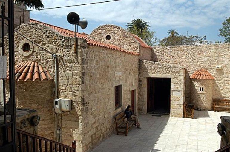 """Ιερόσυλος """"χτύπησε"""" εκκλησία στο Ηράκλειο Κρήτης"""