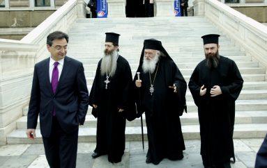 Παρουσία του Αρχιεπισκόπου και του ΠτΔ η βράβευση αριστούχων μαθητών (ΦΩΤΟ)