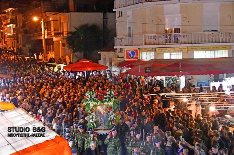 Χιλιάδες πιστοί στον πανηγυρίζοντα Ι. Ναό Ευαγγελιστρίας Ναυπλίου (ΦΩΤΟ – ΒΙΝΤΕΟ)