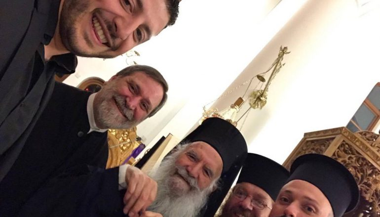 Μεγαλοβδομαδιάτικη selfie με τον Αρχιεπίσκοπο Θυατείρων