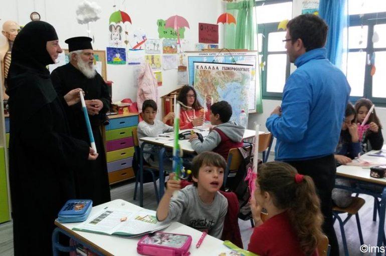 Η Ι. Μονή Ζωοδόχου Πηγής στη Σίκινο κοντά σε παιδιά (ΦΩΤΟ)
