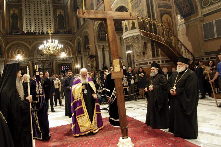 Η Ακολουθία των Παθών στον Ιερό Μητροπολιτικό Ναό Αθηνών (ΦΩΤΟ)