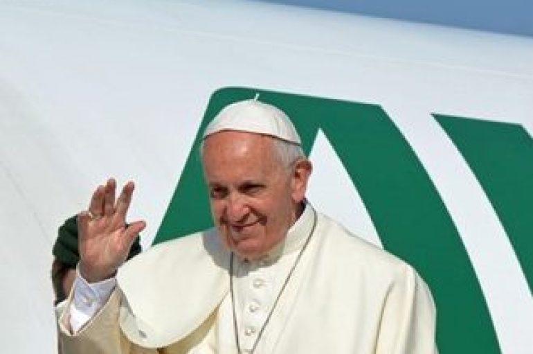 Ο Πάπας «ευλόγησε» την Ελλάδα από ψηλά