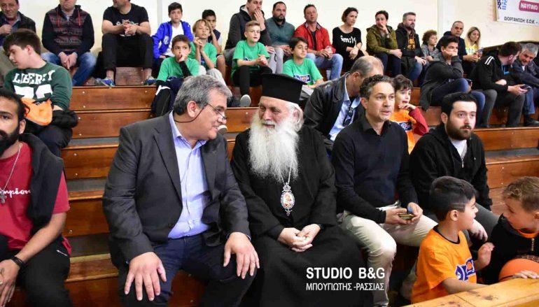 Ο Μητροπολίτης Αργολίδος σε τελικό αγώνα Basket (ΦΩΤΟ)