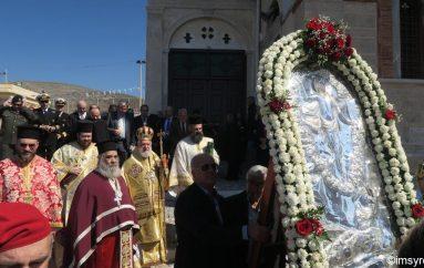 Αρχιερατική Θεία Λειτουργία στον Ι. Ν. Αναστάσεως Ερμούπολης (ΦΩΤΟ)