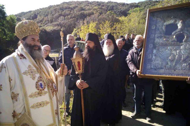 Λιτανεία της Παναγίας Πορταϊτίσσης στην Ι. Μονή Ιβήρων (ΦΩΤΟ)