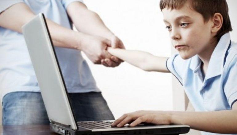 """""""Οθόνες και ηλεκτρονικά παιχνίδια"""" του Αρχιμ. Ιακώβου Κανάκη"""