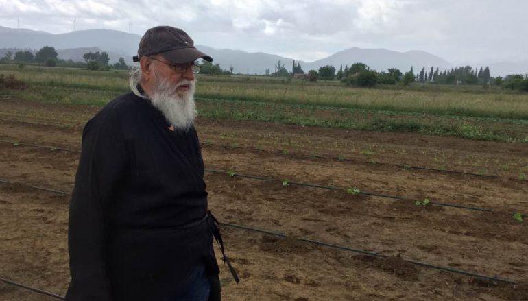 Ο Μαντινείας Αλέξανδρος καλλιεργεί τα χωράφια της Μητροπόλεώς του (ΦΩΤΟ)