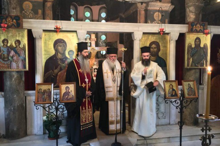 Ο Αρχιεπίσκοπος τίμησε τους κεκοιμημένους αποφοίτους της Λεοντείου Σχολής (ΦΩΤΟ)