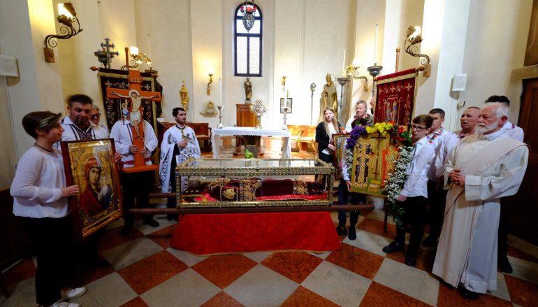 Παρακολουθήστε την τελετή παράδοσης του Ι. Λειψάνου της Αγίας Ελένης (ΒΙΝΤΕΟ)