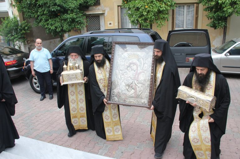 Ο Βύρωνας υποδέχθηκε την Εικόνα της Θεοτόκου «Άξιον Εστί» (ΦΩΤΟ)