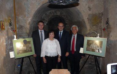 Στις κατακόμβες της ρωσικής εκκλησίας Αθηνών έκθεσητου συλλόγου Ρεθυμνίων Αττικής (ΦΩΤΟ)