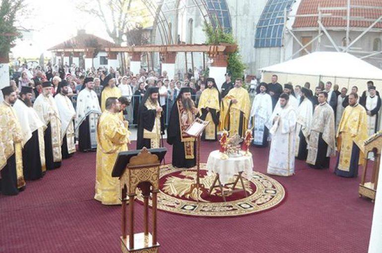Η δεξιά χείρα του Αγίου Σπυρίδωνος  στη Ρουμανία (ΦΩΤΟ)