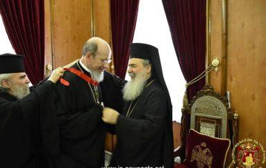 Ο Πατριάρχης Ιεροσολύμων παρασημοφορεί τον Πρωτοπρ. Νικολάι Μπαλάσωφ