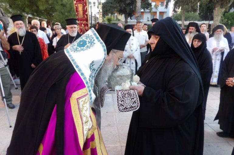 Τα Ιερά Λείψανα των εν Κορινθία Αγίων υποδέχτηκε η Κόρινθος (ΦΩΤΟ)