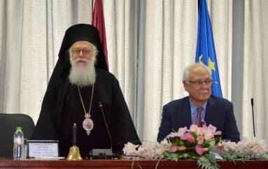 Επίτιμος Δημότης Λαρισαίων ο Αρχιεπίσκοπος Αλβανίας (ΦΩΤΟ)