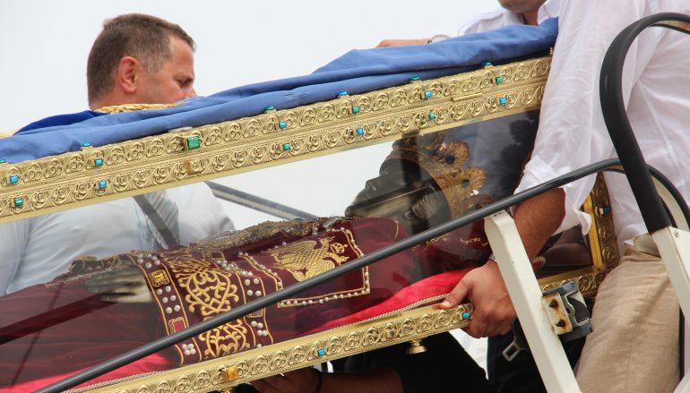 Αναχώρησε το Λείψανο της Αγίας Ελένης από την Ελλάδα (ΦΩΤΟ)