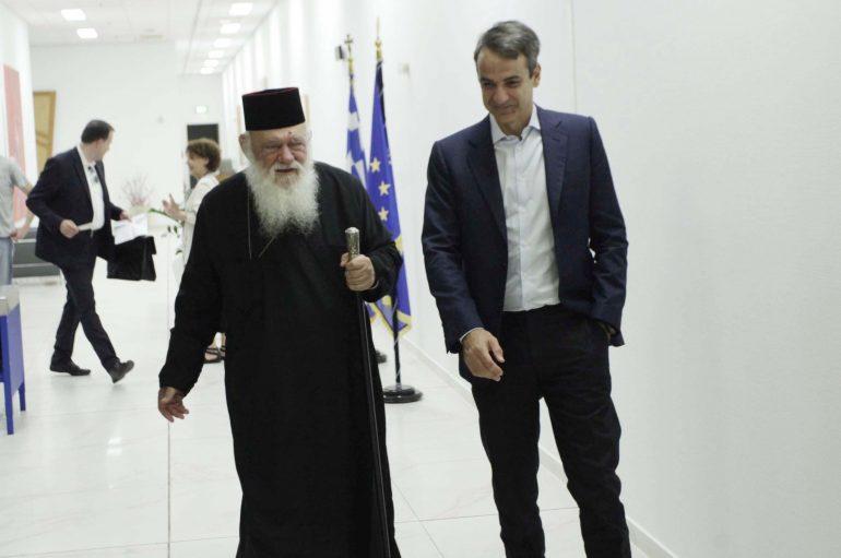 """Συνάντηση Αρχιεπισκόπου – Μητσοτάκη στο """"Ελευθέριος Βενιζέλος"""""""