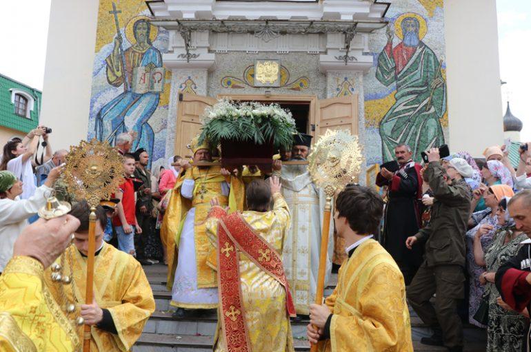 Με λαμπρότητα η Κριμαία εόρτασε τον Άγιο Λουκά τον Ιατρό (ΦΩΤΟ)