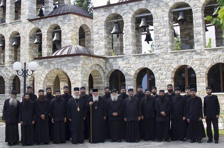Ο Αρχιεπίσκοπος Ιερώνυμος στα Ησυχαστήρια του Τρικόρφου Φωκίδος (ΦΩΤΟ)