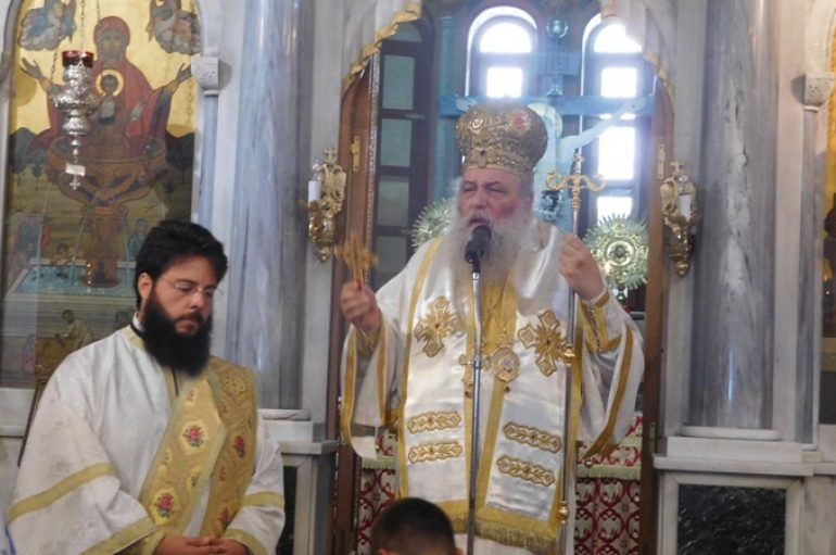 Αρχιερατική Θ. Λειτουργία στον Ι. Ναό Ζωοδόχου Πηγής Παροικίας Πάρου (ΦΩΤΟ)
