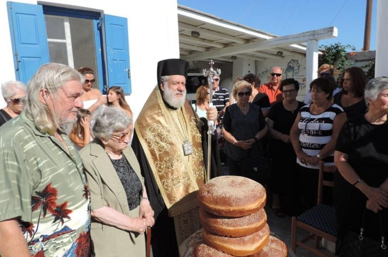 Στο οικογενειακό του παρεκκλήσιο βρέθηκε ο Μητροπολίτης Σύρου (ΦΩΤΟ)