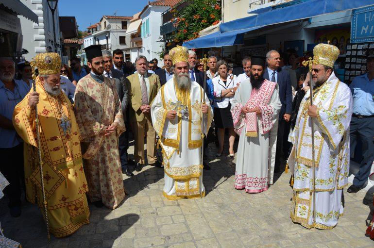Η Φοινικούντα υποκλίθηκε στην Πολιούχο της Παναγία Τριχερούσα (ΦΩΤΟ)