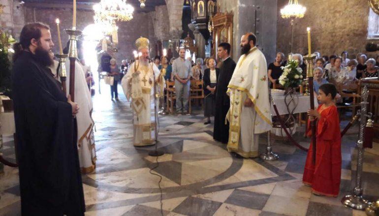 Αρχιερατική Θ. Λειτουργία από τον Μητροπολίτη Χαλκίδος (ΦΩΤΟ)