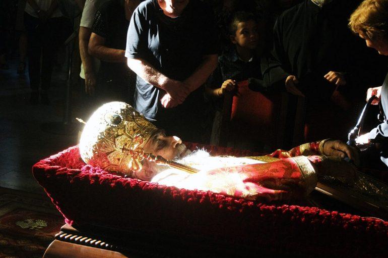 Σε λαϊκό προσκύνημα το σκήνωμα του μακαριστού Προκοπίου (ΦΩΤΟ – ΒΙΝΤΕΟ)