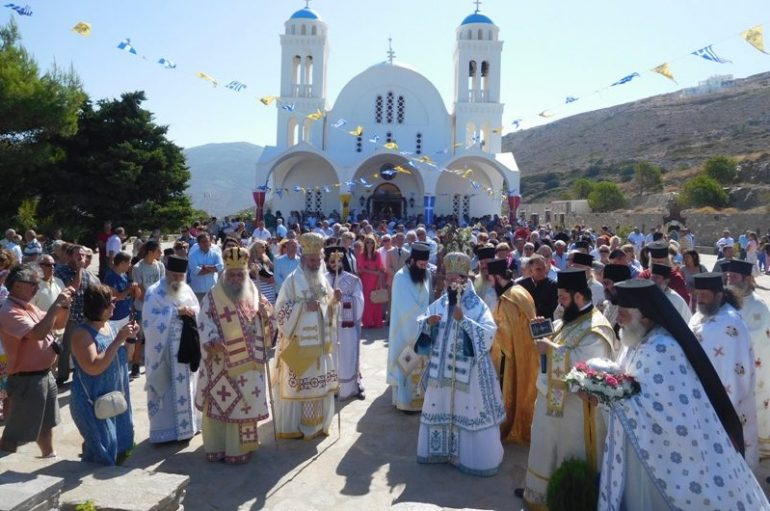 Η Πάρος τίμησε τον Πολιούχο της Άγιο Αρσένιο (ΦΩΤΟ)