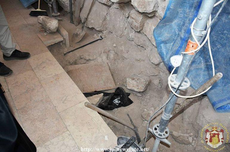 Πτώση ασβεστοκονιάματος στο Παρεκκλήσιο των Αιθιόπων (ΦΩΤΟ)