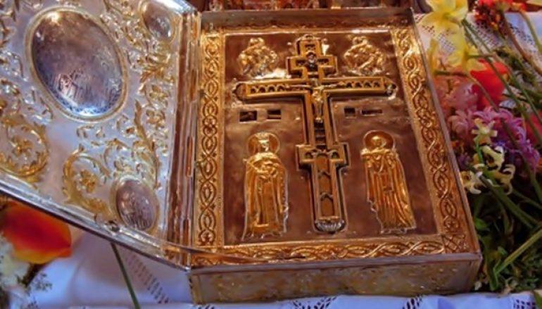 «Δεῦτε ἅπαντα τὰ ἔθνη, τὸ εὐλογημένον ξύλον προσκυνήσωμεν»