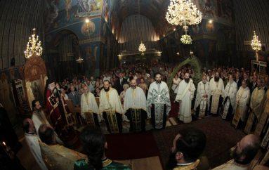 Ο Αρχιεπίσκοπος στον Ιερό Ναό Τιμίου Σταυρού Χολαργού (ΦΩΤΟ)