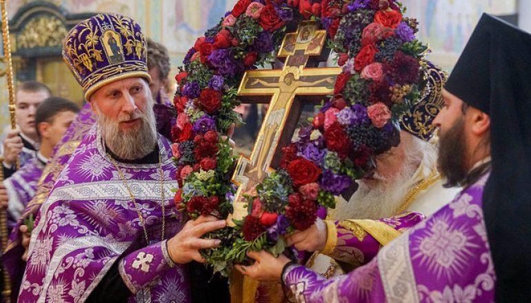 Η εορτή της Υψώσεως του Τιμίου Σταυρού στο Αικατερίνμπουργκ (ΦΩΤΟ)