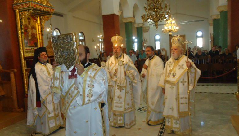 Ο Αρχιεπίσκοπος Κύπρου τέλεσε το Μνημόσυνο των γονέων του (ΦΩΤΟ)