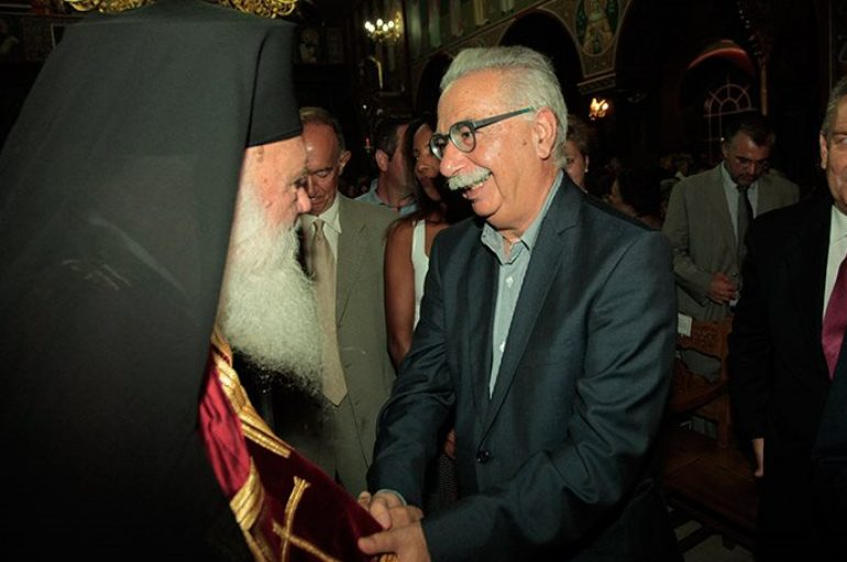 """Οργή Ιερώνυμου για τη Συριζαία που πέταξε την εικόνα – Γαβρόγλου: """"Το ψάχναμε"""""""