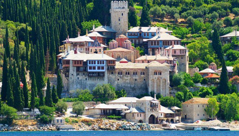 Άγιον Όρος: Σηκώθηκαν μαύρες σημαίες στην Ι. Μονή Δοχειαρίου