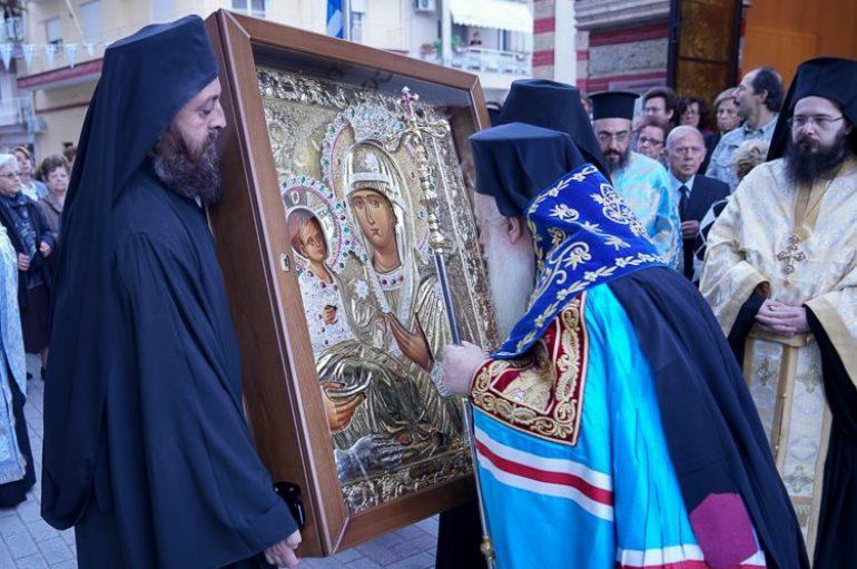 Την εικόνα της Παναγίας Τριχερούσσας υποδέχθηκε η Νάουσα (ΦΩΤΟ)